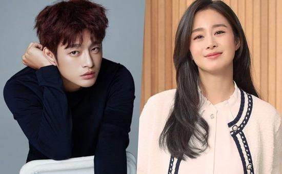 Kim Tae Hee được đàn em điển trai gửi quà đến phim trường