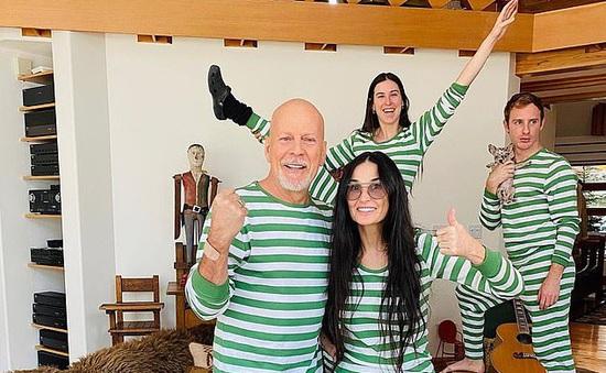 Demi Moore mặc đồ đôi với chồng cũ, sum họp trong thời gian cách ly tại nhà