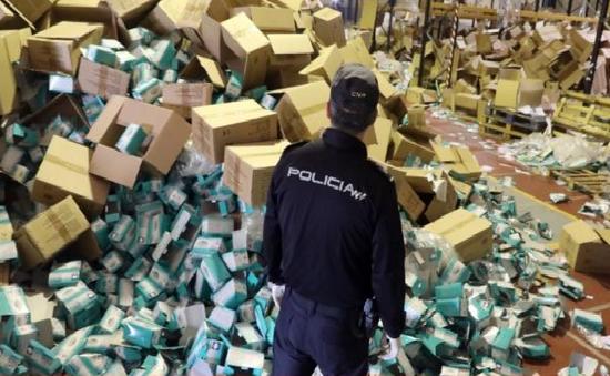 Bắt giữ đối tượng trộm 2 triệu chiếc khẩu trang tại Tây Ban Nha