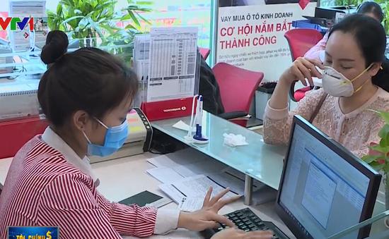 Nhiều ngân hàng giảm phí thanh toán ngoại tệ cho doanh nghiệp