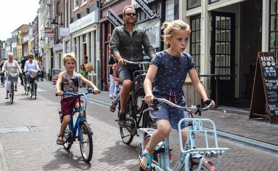 Anh khuyến khích người dân đạp xe và đi bộ