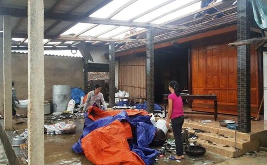 Lốc xoáy tại Quảng Bình, 2 người bị thương, hàng chục nhà tốc mái