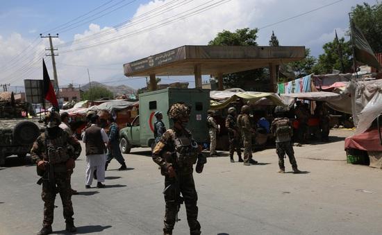 """Quân đội Afghanistan chuyển sang chế độ """"tấn công"""" sau bạo lực đẫm máu"""
