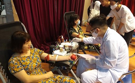 Tiếp nhận hàng trăm đơn vị máu tại Học viện Báo chí và Tuyên truyền trong mùa dịch COVID-19