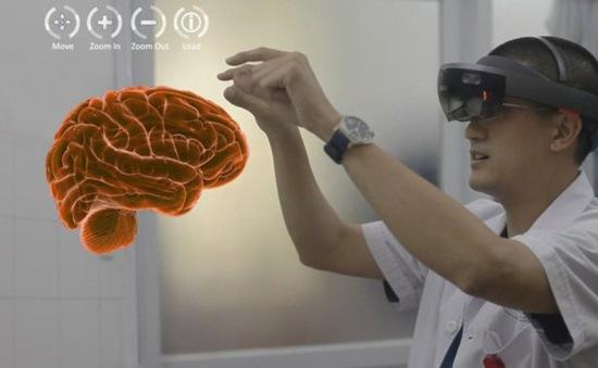 """Đào tạo """"cấp tốc"""" bác sĩ chống COVID-19 bằng công nghệ thực tế ảo"""