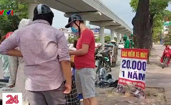 """Cẩn trọng với mánh khóe bán """"bảo hiểm xe máy 20.000 đồng"""" bên lề đường"""