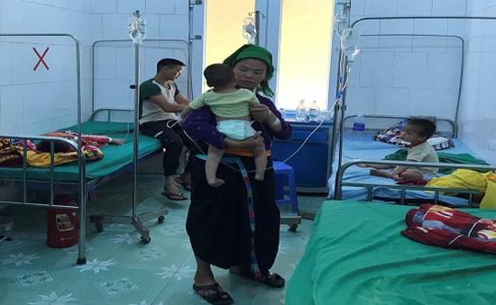 Sau ăn cỗ, 1 người tử vong, hơn 20 người nhập viện