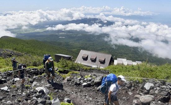 Dịch vụ du lịch trên núi Phú Sĩ đóng cửa trong mùa leo núi