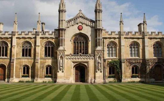 Vì COVID-19, Đại học Cambridge sẽ dạy trực tuyến đến Hè 2021