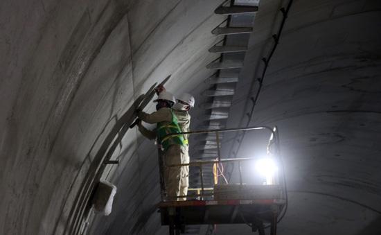 Hầm Hải Vân 2 vượt tiến độ hoàn thành trước 4 tháng