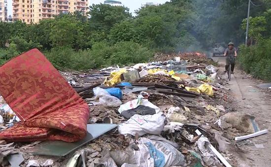 Đã đổ trộm rác bừa bãi giữa Hà Nội còn mắng lại người nhắc nhở