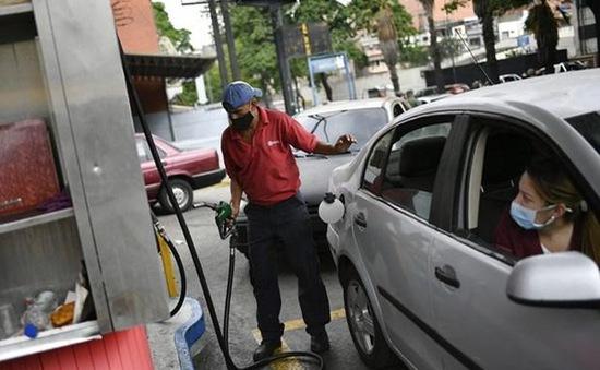 Venezuela xem xét nâng giá xăng dầu