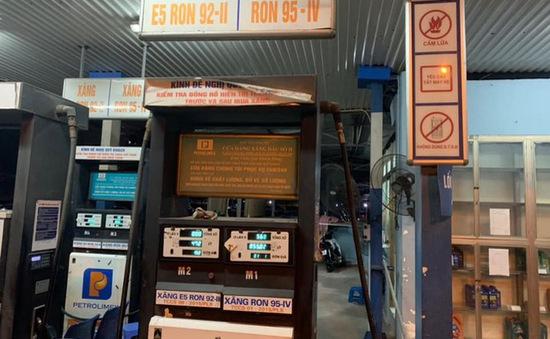 """Phạt 30 triệu đồng cây xăng """"găm"""" hàng chờ tăng giá tại Hà Nội"""