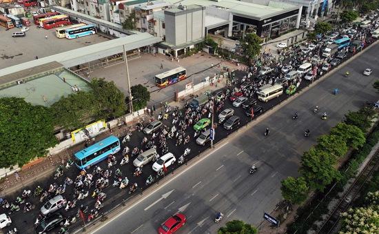 Tuyến cao tốc dẫn vào cửa ngõ Thủ đô ùn tắc kéo dài sau kỳ nghỉ lễ