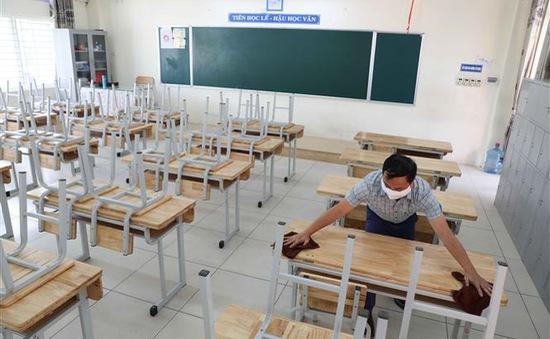 Giáo viên Hà Nội dọn dẹp trường lớp đón học sinh