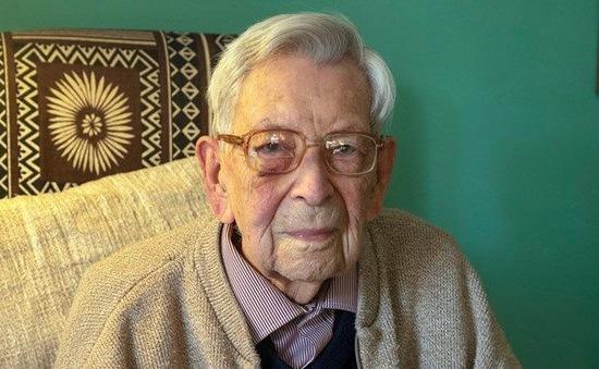 Cụ ông cao tuổi nhất thế giới qua đời ở tuổi 112 tại Anh