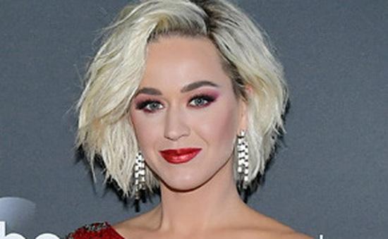 Katy Perry hoãn đám cưới vì đại dịch, không biết sinh con khi nào
