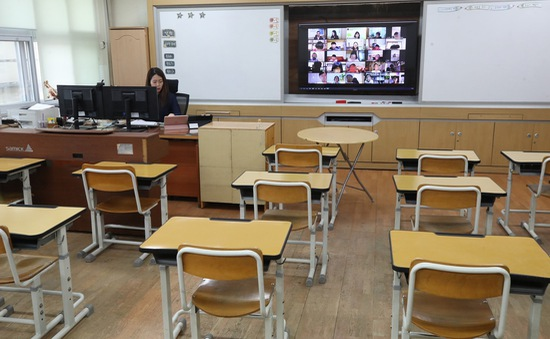 Hàn Quốc ấn định ngày học sinh các cấp trở lại trường