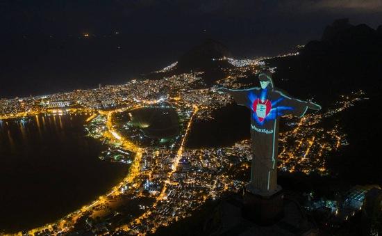 Tượng Chúa cứu thế ở Brazil được đeo khẩu trang