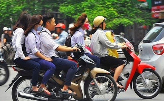 Báo động tình trạng học sinh đi xe máy vi phạm pháp luật, tiềm ẩn nguy cơ gây tai nạn chết người