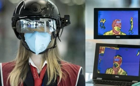 Mũ bảo hiểm robot kiểm tra hành khách tại sân bay