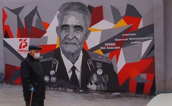 Vẽ tranh chân dung khổ lớn mừng ngày chiến thắng ở Nga