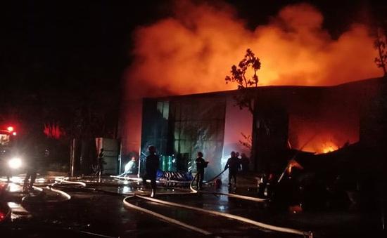 Cháy lớn nhà xưởng 200m2 sát bên Viện Điều tra, quy hoạch rừng ở Hà Nội