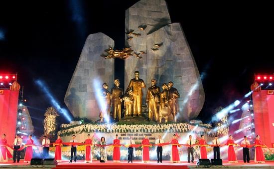 Long trọng khánh thành Tượng đài Chủ tịch Hồ Chí Minh với nhân dân Quảng Bình