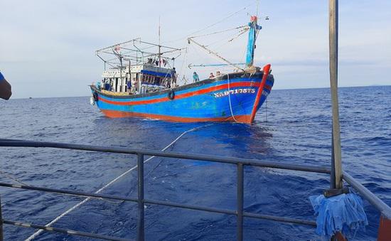 Cứu nạn thành công 15 thuyền viên gặp nạn trên biển