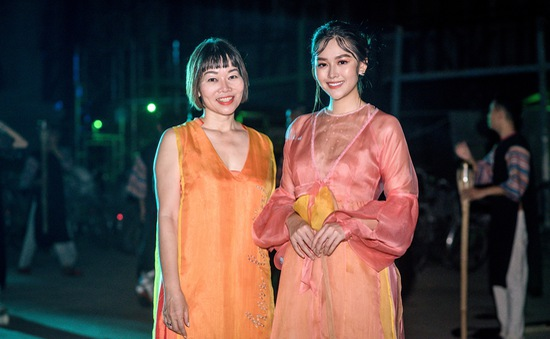 Á hậu Tường San hóa thôn nữ ngọt ngào trong thiết kế của mẹ
