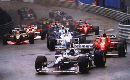 Nhìn lại chặng đua ít người về đích nhất trong lịch sử F1