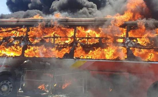 Vì sao xe khách liên tục bốc cháy khi đang lưu thông?