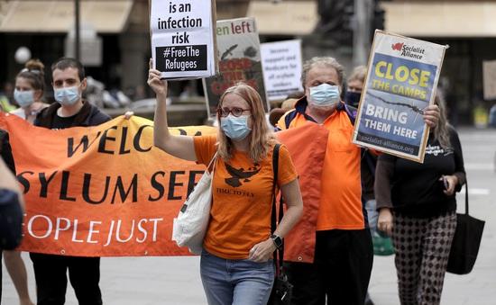 Số ca nhiễm COVID-19 tăng trở lại, Australia khôi phục các lệnh hạn chế