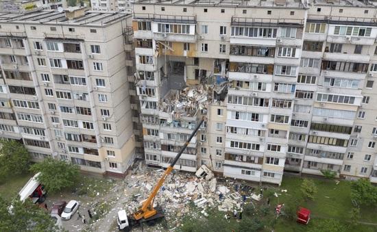 Nổ khí gas nghiêm trọng phá hủy tòa chung cư ở Ukraine, ít nhất 2 người thiệt mạng