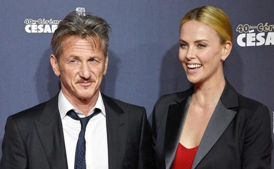 Charlize Theron phủ nhận từng đính hôn với chồng cũ của Madonna, nói không muốn lấy chồng