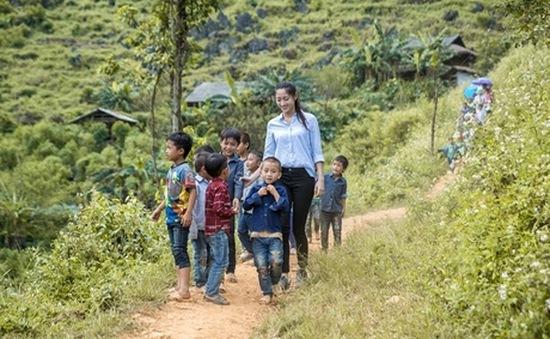 """Hoa hậu Lương Thùy Linh: """"Một mình tôi không thể thực hiện được dự án Đắp đường xây ước mơ"""""""