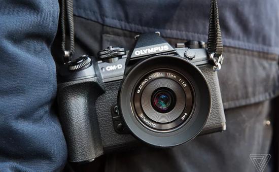Hụt hơi trước smartphone, Olympus rút khỏi thị trường máy ảnh