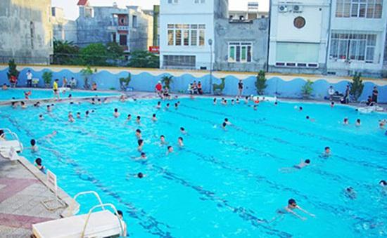 Học sinh lớp 1 đuối nước thương tâm ở bể bơi