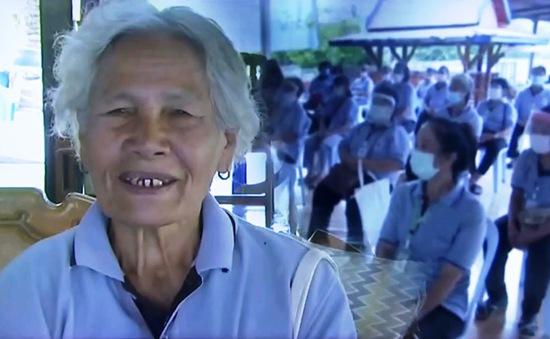 Cụ bà 77 tuổi vẫn làm tình nguyện viên phòng chống COVID-19
