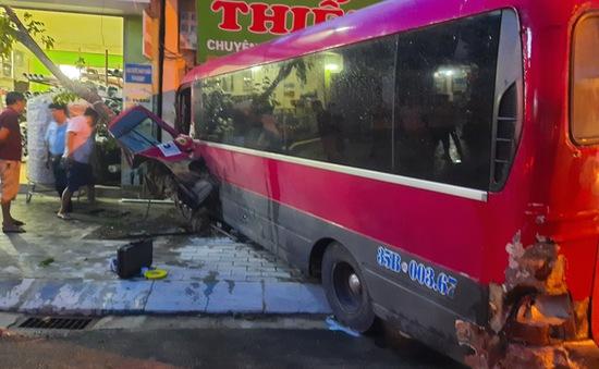 Ninh Bình: Xe khách gây tai nạn liên hoàn