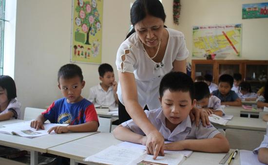 Không bố trí giáo viên chưa đạt yêu cầu dạy chương trình mới