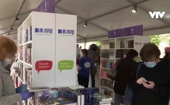 """Hội chợ sách """"Quảng trường Đỏ"""" tại Nga vẫn tuân thủ giãn cách xã hội"""