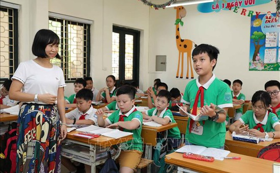 Quận/huyện nào có tỷ lệ trường chuẩn quốc gia cao nhất Hà Nội?