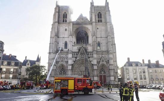 Cháy nhà thờ cổ được xây dựng từ thế kỷ 15 tại Pháp, nghi phạm đã bị bắt