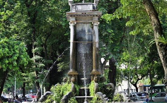 Đài phun nước vườn hoa Diên Hồng có nguy cơ nghiêng đổ