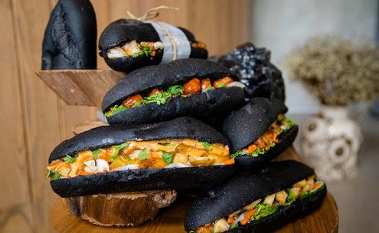 """Phát sốt với bánh mì """"bóng đêm"""" tại Quảng Ninh"""