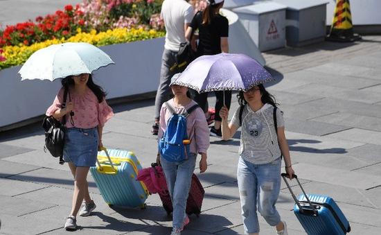 Trung Quốc ban bố cảnh báo vàng về nắng nóng trong bối cảnh lũ lụt lan rộng
