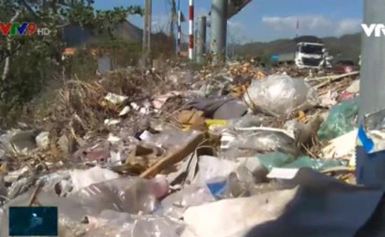 Khánh Hòa: Phát sinh những điểm nóng rác thải nhựa ven Quốc lộ 1