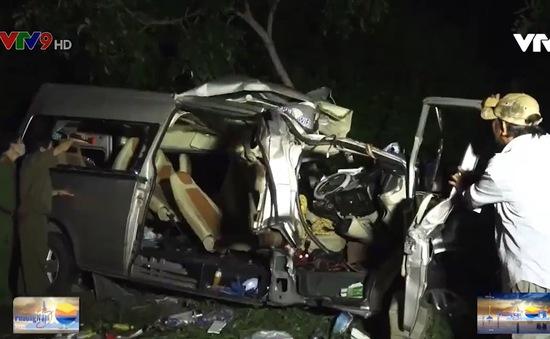 Bình Thuận: 2 ô tô đối đầu khiến 8 người chết