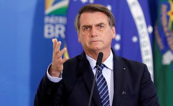 Tổng thống Brazil tháo khẩu trang trò chuyện dù mắc COVID-19